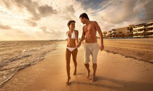 Cancun-Beach-Couple